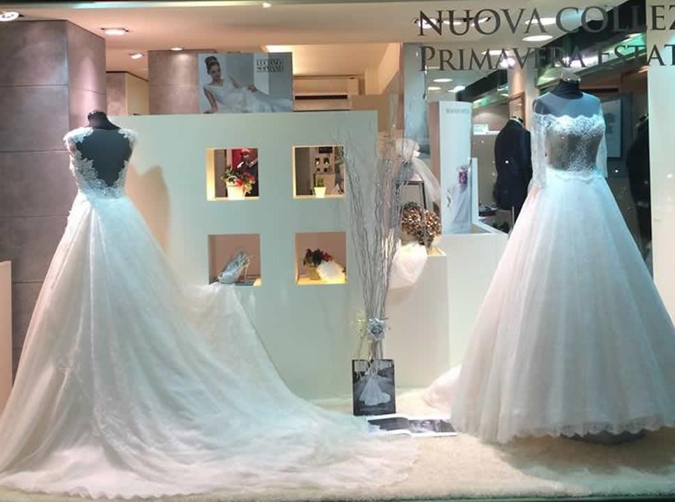 Arredamento negozi abiti da sposa – Abiti in pizzo 8ba8b86ab12